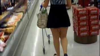 Espiando calzon en supermercado