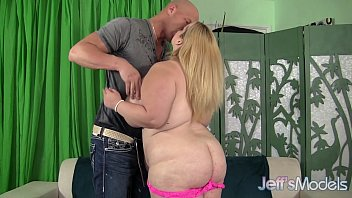 Hot blonde plumper Sasha Juggs uses her huge tits to catch a man