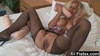 Auspicious Fisting Lady Secretly Pounded