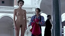 Mainstream nudity - Susie Bick stands totally nude while waiting for someone to bring her some clothes after a model shoot - Flirt (1995)