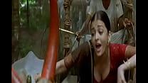Aishwarya Rai boobs cleavage show in guru song