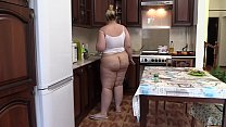 Hidden camera in the kitchen spies on a chubby girl in everyday life. BBW with a juicy PAWG without panties prepares a salad. Homemade fetish.