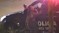 POLICIA PERUANO CON CAMIONETA DE LA 105 MANOSEA A VENEZOLANA DE NOCHE