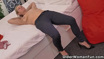 Horny mature Paege needs to rub one out