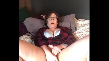 Jenni Kat uses toy to make herself cum and moan