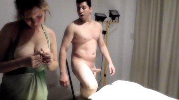 mi hermana y yo nos divertimos con el kamasutra 2 dados y una poronga