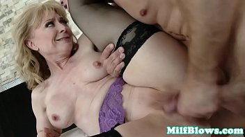 Cougar fingered and pussyfucked by hard dick
