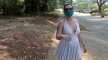 Anna Blue - ruivinha exibicionista fica pelada em Alphaville e quase vai presa